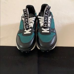 Givenchy TR3 Low- Top leather Running sneakers